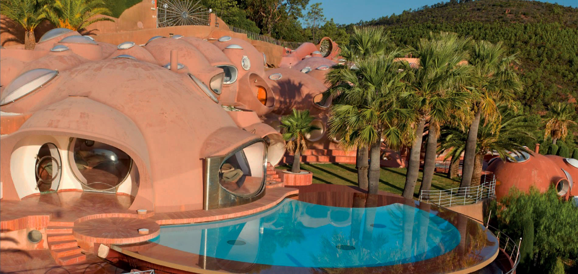 Exterior pool of the Palais Bulles
